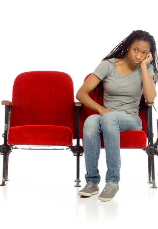persona sentada: Aislado Modelo aburrimiento deprimida Foto de archivo