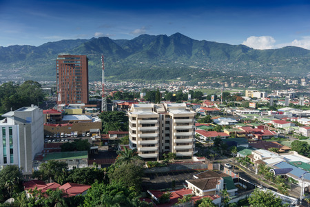Elevated view of cityscape with mountain range in background, Costa Rica Foto de archivo