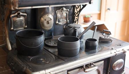 Kitchen utensils in Beaconsfield Historic House museum, Prince Edward Island, Canada Foto de archivo