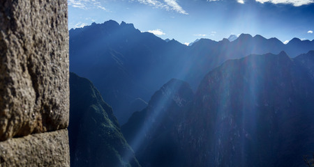 cusco province: Sun rays seen in early morning over the mountains, Machu Picchu, Cusco Region, Urubamba Province, Machupicchu District, Peru Stock Photo