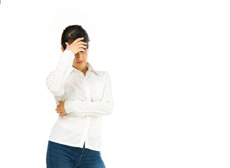avergonzado: modelo aislado fondo blanco que oculta la vergüenza vergüenza Foto de archivo