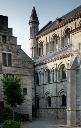 Traditional building with arched windows; Belgium Banque d'images - 114955005