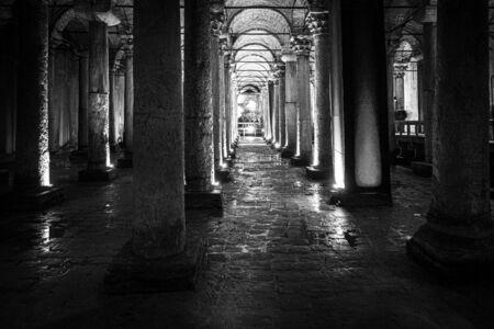 La Citerne Basilique est la plus grande de plusieurs centaines de citernes anciennes qui se trouvent sous la ville, Istanbul Banque d'images