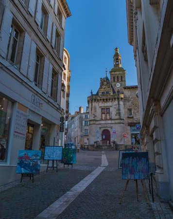 A picture of the street leading up to the Pilori building, in Niort, with paintings from a gallery nearby.