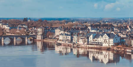 A picture of the Offard Island, on the other side of Saumur.