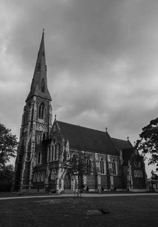 A black and white picture of the St. Alban's Church, Copenhagen. Imagens