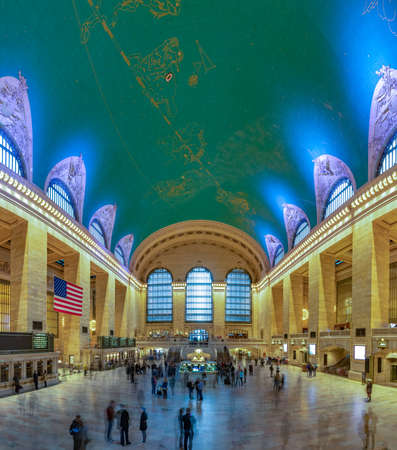 A panorama picture of the interior of Grand Central Terminal.