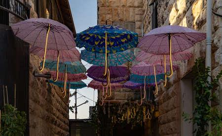 Une photo de décorations dans la Rainbow Street (Amman).