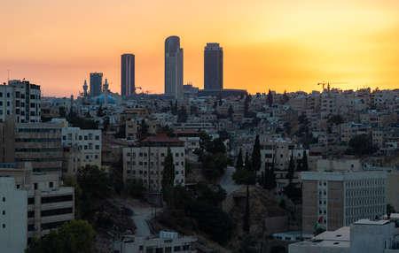 Une photo du quartier d'Al Abdali à Amman au coucher du soleil. Banque d'images
