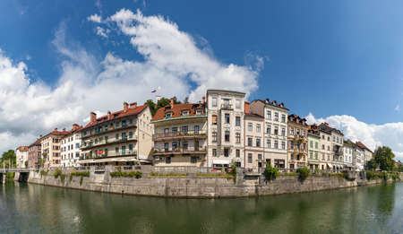 A panorama picture of Ljubljana and the margins of the Ljubljanica river, with the Ljubljana Castle on top. 免版税图像