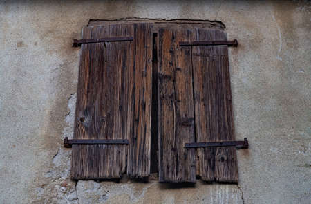 A picture of an old window.