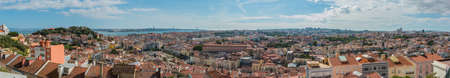 A panorama picture of the city of Lisbon taken from the top of an observation deck. 新聞圖片