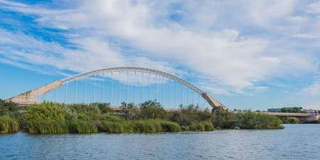 A picture of the Lusitania Bridge in Bridge. 新聞圖片
