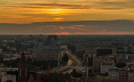 A picture of the sunset over Wroclaw. 版權商用圖片 - 158859026