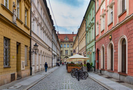 A picture of one of the alleys that cuts through the center of Wroclaw's Market Square. 版權商用圖片 - 158859045