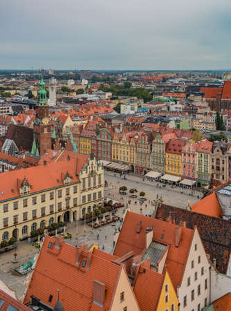A picture of the southwest side of Wroclaw's Market Square taken from a vantage point. 版權商用圖片 - 158859030