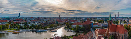 A panoramic view of Wroclaw taken from the Cathedral of St. John the Baptist II. 版權商用圖片 - 158859032