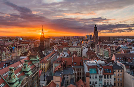 A panoramic view of Wroclaw at sunset. 版權商用圖片 - 158859050