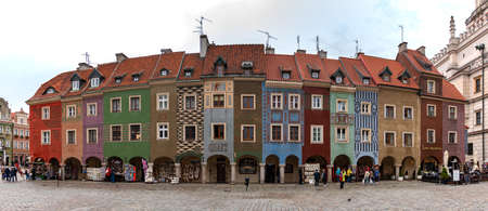 A panoramic picture of the Merchant's Houses in the middle of the Market Square (Poznan). 新聞圖片