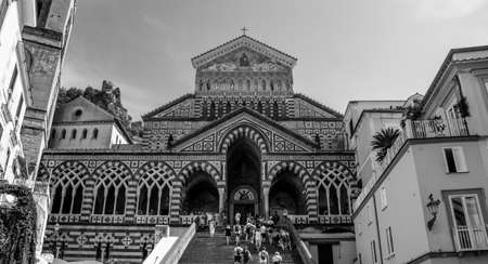 A black and white picture of the Cathedral of Saint Andrew the Apostle, in Amalfi. 版權商用圖片 - 159073676