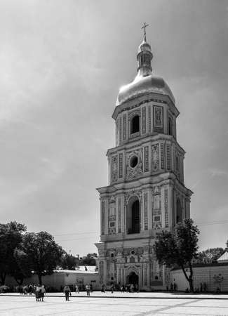 A black and white picture of the bell tower of Saint Sophia's Cathedral. 版權商用圖片 - 159073640