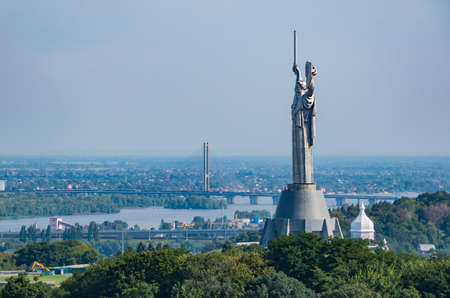 A picture of the The Motherland Monument as seen from a distance. 新聞圖片