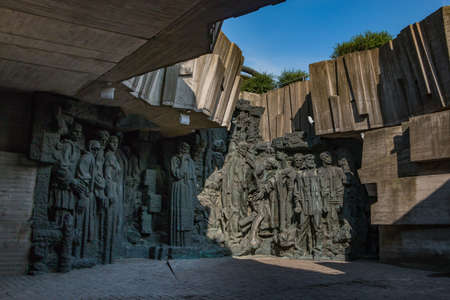 A picture of the sculptures leading to the National Museum of the History of Ukraine in the Second World War. 版權商用圖片 - 159073646