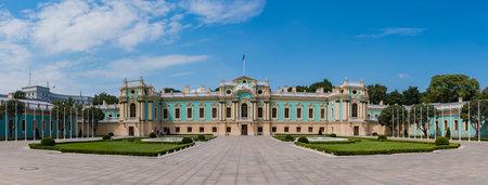 A panorama picture of the Mariyinsky Palace (Kiev). 版權商用圖片 - 159073551