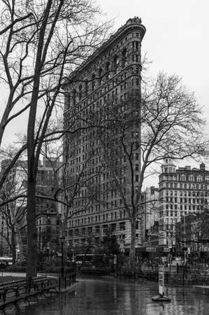 A black and white picture of the Flatiron Building. 新聞圖片