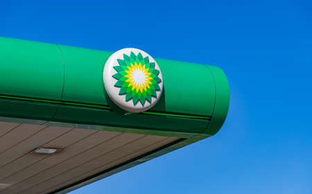 A picture of the BP on top of a gas station.