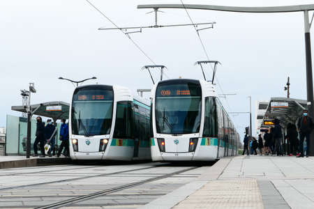 Paris, France. January 24. 2021. Tram crossing in the Bercy district. Public and ecological transport. 新聞圖片
