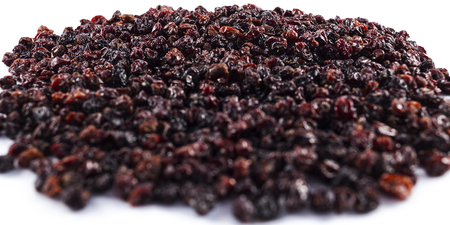 Raisins isolated on white  Imagens