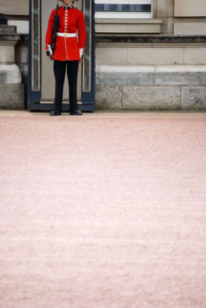 image of the guards at buckingham palace