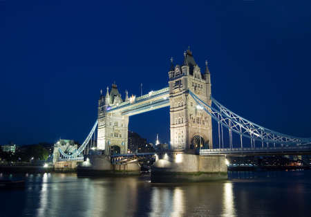 wide view of the tower bridge, London Standard-Bild