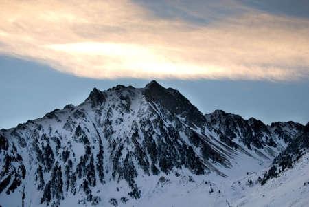 Ups der Nähe von Berggipfeln  Standard-Bild - 2834374