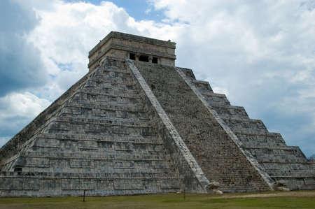 Chichen Itza. Die Große Pyramide. Standard-Bild - 2846080