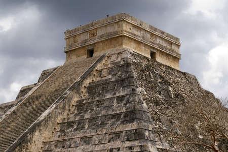 Chichen Itza. Die große Pyramide.  Standard-Bild - 2846100