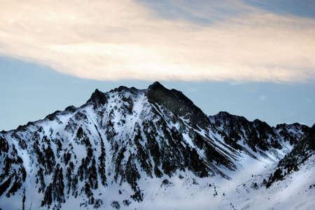 Moutain Zinnen voller snowat Pyrenäen  Standard-Bild - 2846106