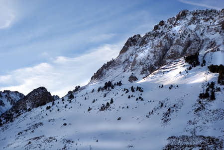 Moutain Zinnen voller snowat Pyrenäen  Standard-Bild - 2846104