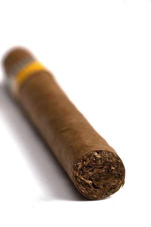 Makro von kubanischen Zigarren in weißem Hintergrund Standard-Bild - 2988654
