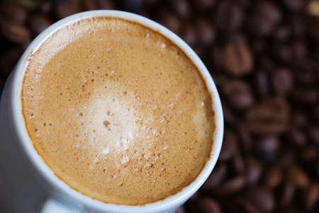 Nahaufnahme von einer heißen Tasse Kaffee Standard-Bild - 3007147
