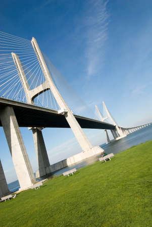 Vasco-da-Gama-Brücke über den Tejo-Fluss ist die größte Brücke in ganz Europa  Standard-Bild - 3007148