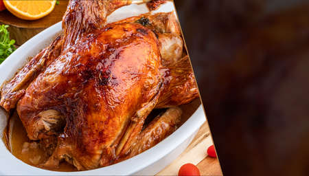 A turkey roasted in a bowl, for Thanksgiving Day and Christmas dinner. Space for text. 免版税图像