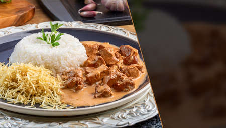 Chicken stroganoff with rice and chips. Space for text. 免版税图像