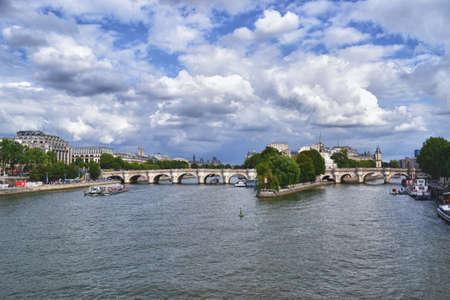 foto: Pont Neuf, an old bridge in Paris
