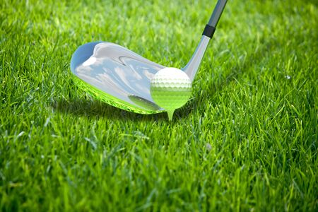 hockey cesped: Ilustración abstracta con la bola para el golf en la hierba Foto de archivo