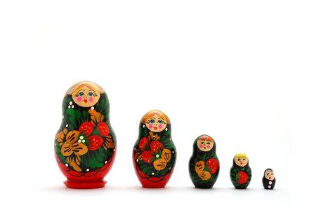 mu�ecas rusas: Conjunto de mu�ecas ruso decreciente de tama�os sobre un fondo blanco.