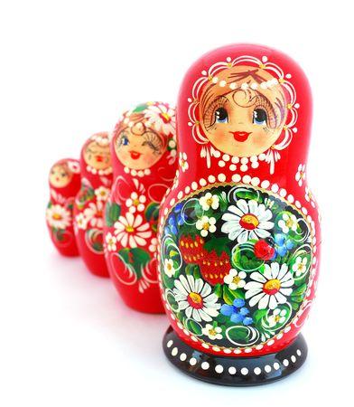 mu�ecas rusas: Mu�ecas de nidificaci�n de rusas sobre fondo blanco. Foto de archivo