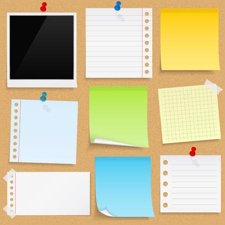pizarra: Notas de papel, papeles pringosos marcos de fotos en el tabl�n