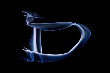 harridan: Grandes letra D hecho pizca de humo azul sobre fondo negro